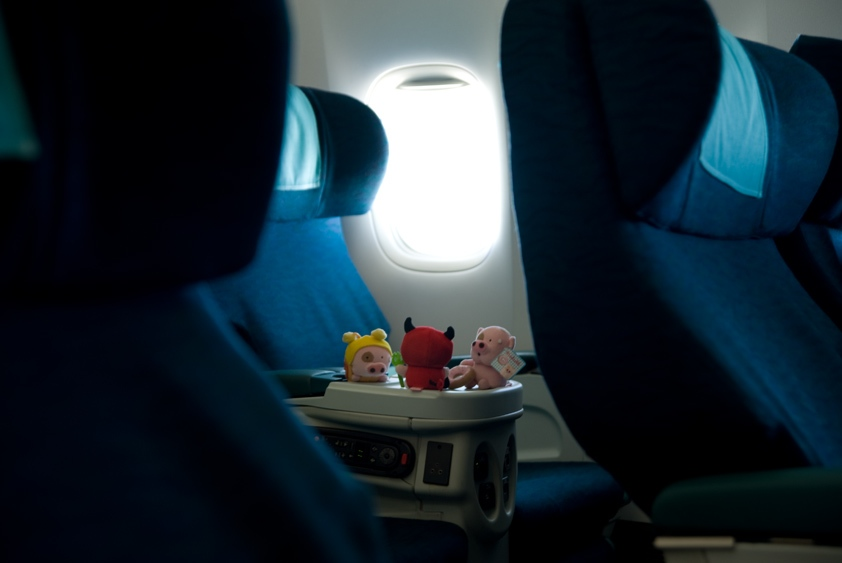 cathay pacific boeing 777-200 cabin business class first class mcdull mcmug