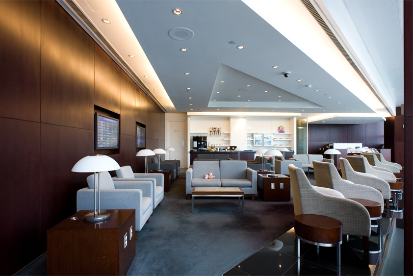 cathay pacific lounge at vancouver international airport business class first class mcdull mcmug