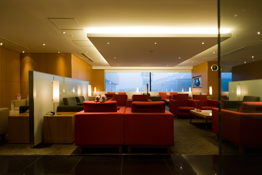 cathay pacific lounge at narita international airport business class first class mcdull mcmug