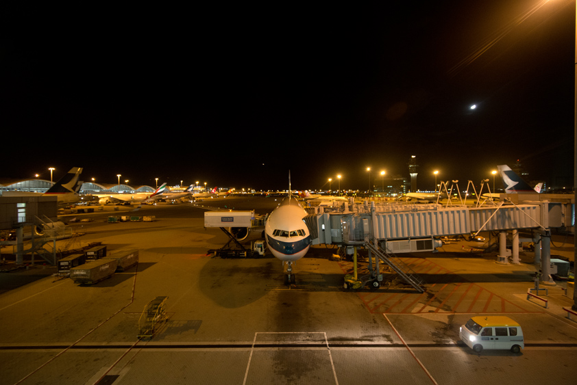 cathay pacific boeing 777-300 er at hong kong international airport