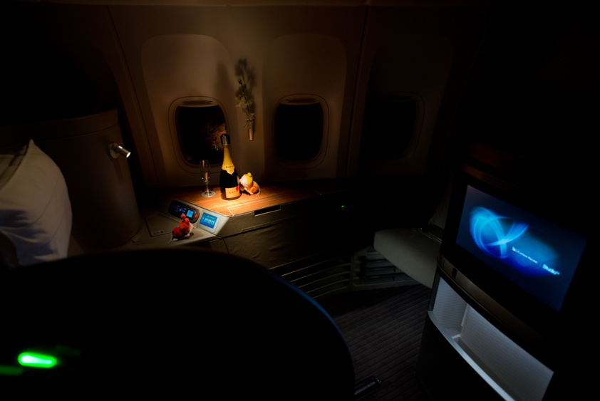 cathay pacific boeing 777-300 er cabin business class first class mcdull mcmug